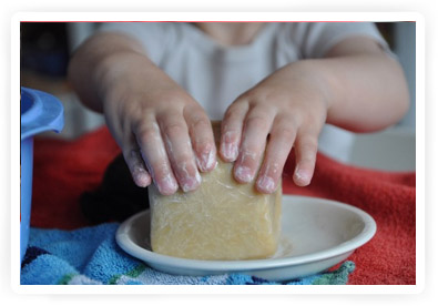 stenen vilten met behulp van zeep
