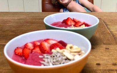 Zomers gezond kinderontbijt met de smoothiebowl