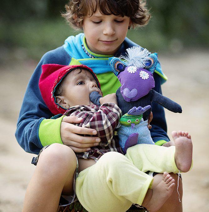Groot hart: kind wil knuffels uitdelen in Nepal
