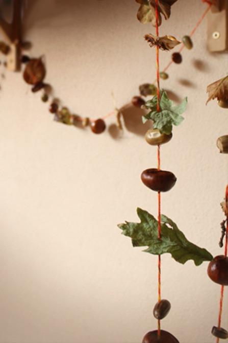 Herfstslinger knutselen met natuurmaterialen