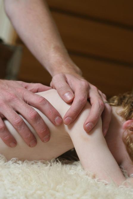 Zelf massages geven aan baby en kind