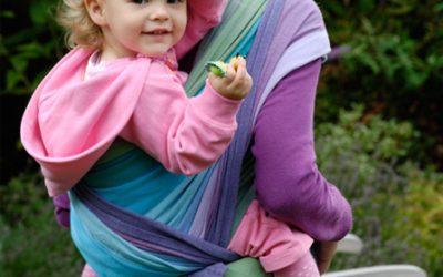 Grotere kinderen in de draagdoek