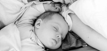 Samen slapen met je baby us juist veilig