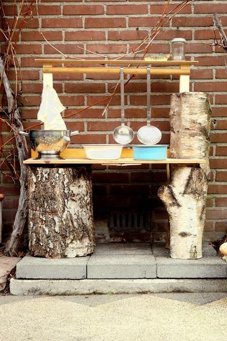 Buitenspeelkeuken: Maak een mud-pie kitchen voor in de tuin