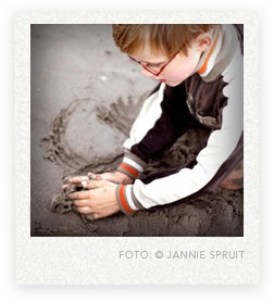 spelen met zand water modder