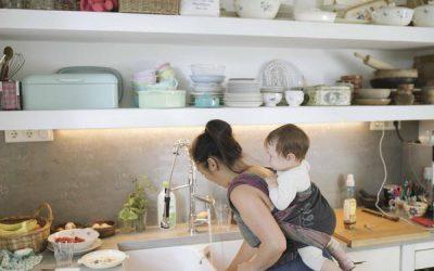 Hoe je baby leert vanuit de draagdoek