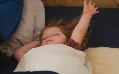 Een knusse kinderkamer die uitnodigt tot slapen