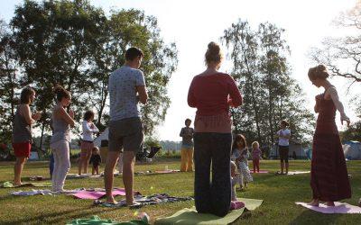 Waarom yoga geknipt is voor moeders