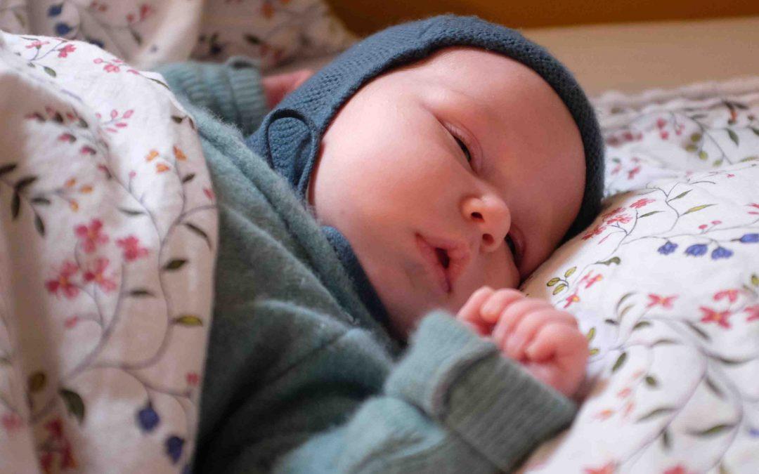 Moet een baby een mutsje op?