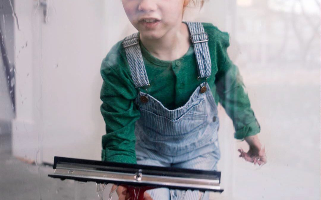 Waarom helpen in huis juist fijn is voor je kind