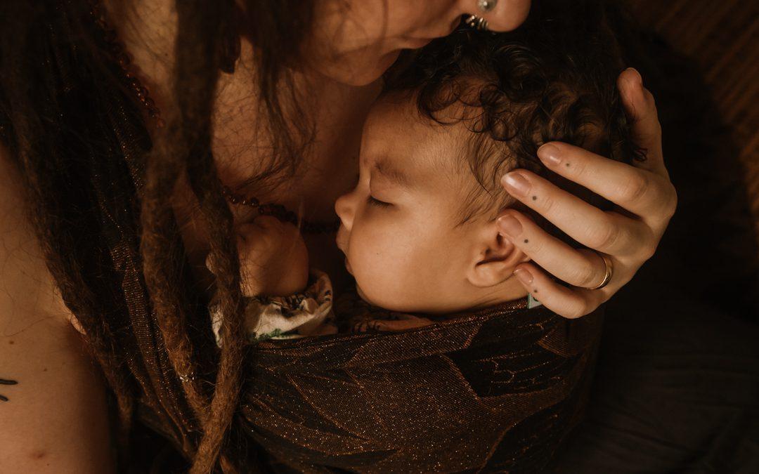 Je baby knuffelen is de basis, en geen verwennerij