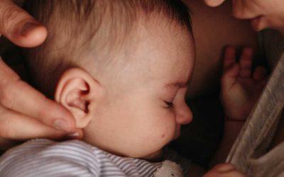 De nadelen van je baby alleen laten huilen
